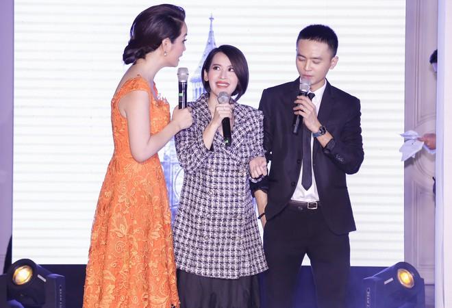 Tú Vi cười tít mắt khi được ông xã Văn Anh hát tặng tình ca - Ảnh 3.
