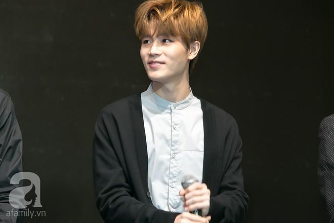 Hơn 300 fan xếp hàng chờ đợi hàng giờ để được gặp các chàng soái ca NCT 127 - Ảnh 8.