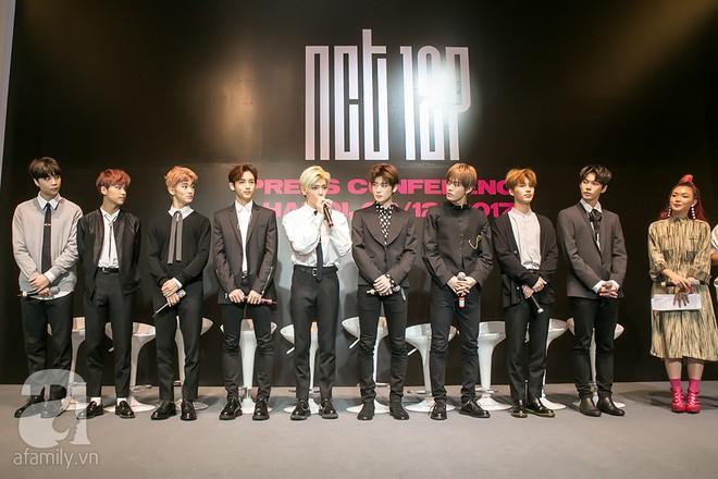 Hơn 300 fan xếp hàng chờ đợi hàng giờ để được gặp các chàng soái ca NCT 127 - Ảnh 4.