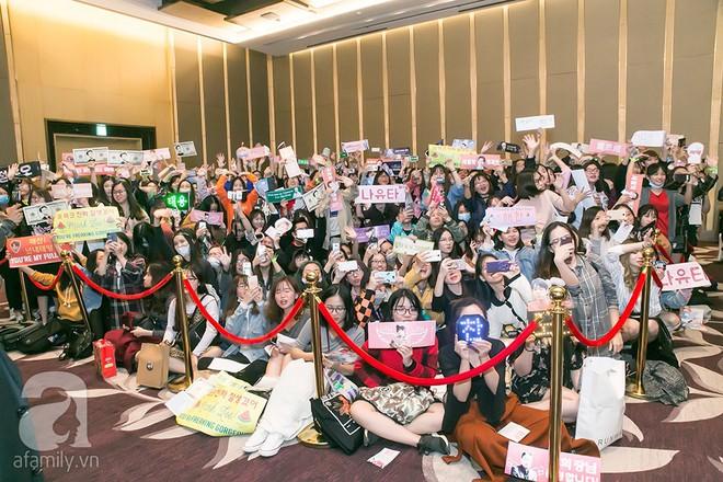 Hơn 300 fan xếp hàng chờ đợi hàng giờ để được gặp các chàng soái ca NCT 127 - Ảnh 3.