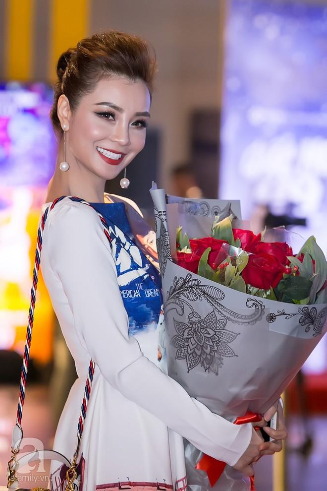 Bình Minh thoải mái ôm đồng nghiệp nữ sau ồn ào lộ ảnh thân mật với Trương Quỳnh Anh - Ảnh 2.