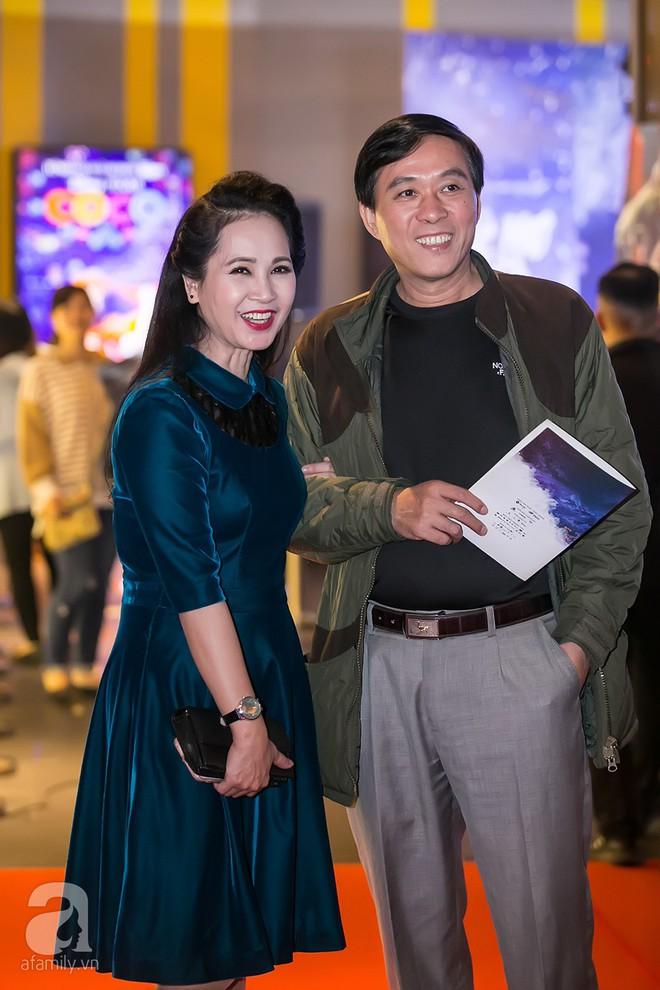 Bình Minh thoải mái ôm đồng nghiệp nữ sau ồn ào lộ ảnh thân mật với Trương Quỳnh Anh - Ảnh 9.
