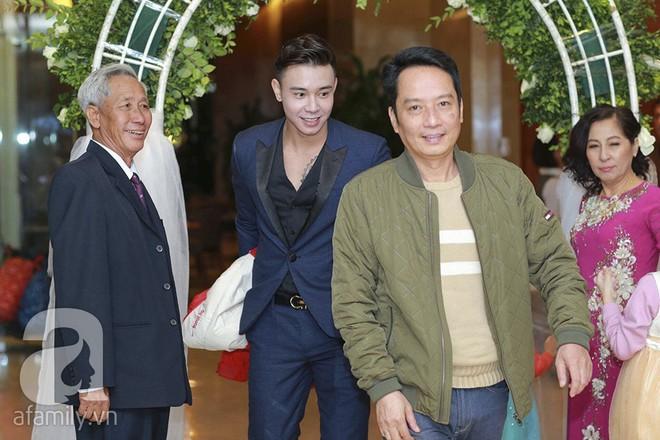 Nghi vấn Quán quân Vietnam Idol 2014 Nhật Thủy có bầu 4 tháng trong đám cưới với bạn doanh nhân - Ảnh 15.