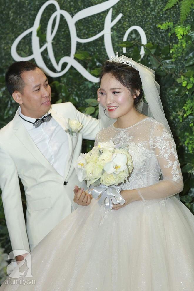 Nghi vấn Quán quân Vietnam Idol 2014 Nhật Thủy có bầu 4 tháng trong đám cưới với bạn doanh nhân - Ảnh 1.