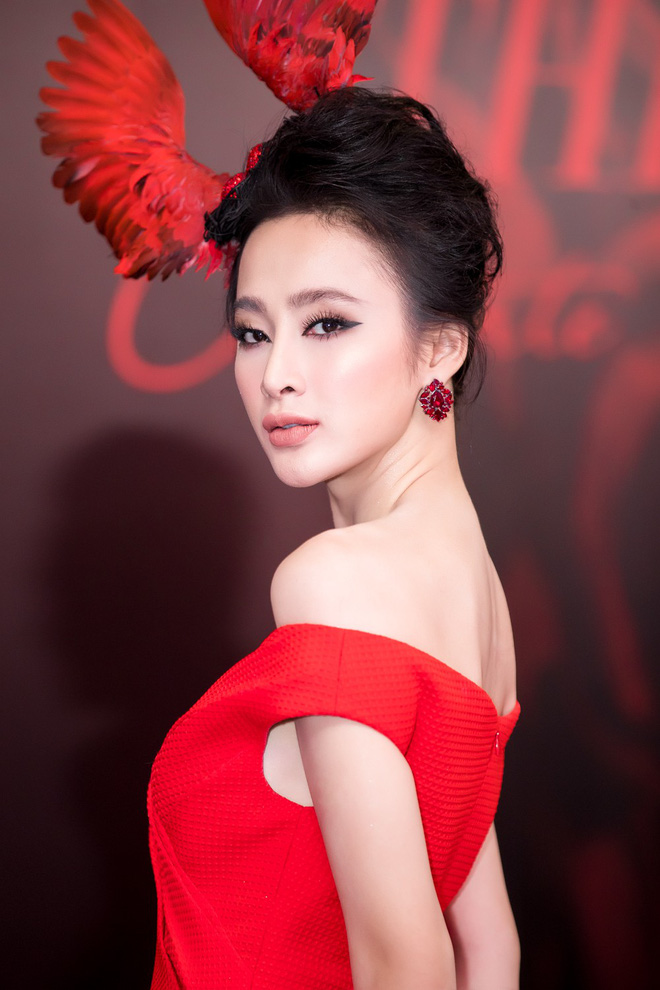 Angela Phương Trinh xuất hiện với thần thái quyến rũ, đội mũ cánh chim tỏa sáng trên thảm đỏ thời trang - Ảnh 3.