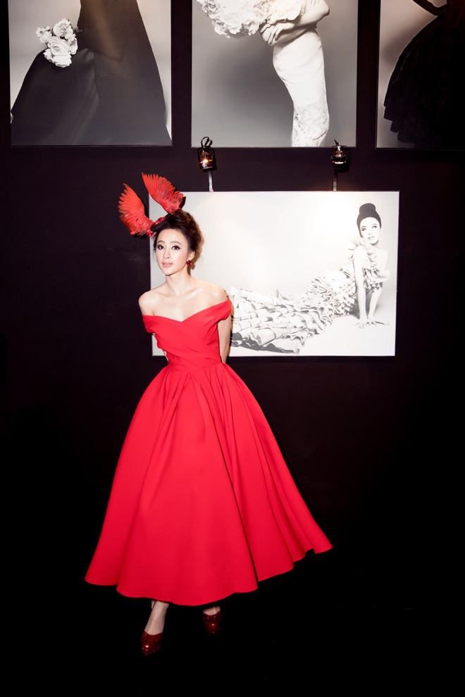 Angela Phương Trinh xuất hiện với thần thái quyến rũ, đội mũ cánh chim tỏa sáng trên thảm đỏ thời trang - Ảnh 4.