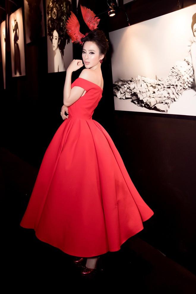 Angela Phương Trinh xuất hiện với thần thái quyến rũ, đội mũ cánh chim tỏa sáng trên thảm đỏ thời trang - Ảnh 5.