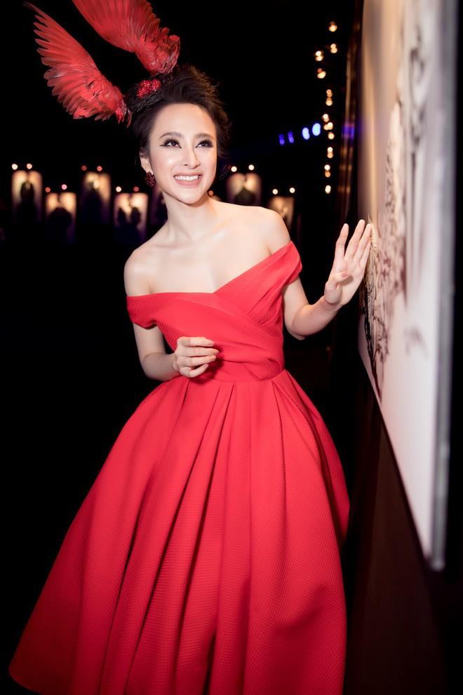 Angela Phương Trinh xuất hiện với thần thái quyến rũ, đội mũ cánh chim tỏa sáng trên thảm đỏ thời trang - Ảnh 6.
