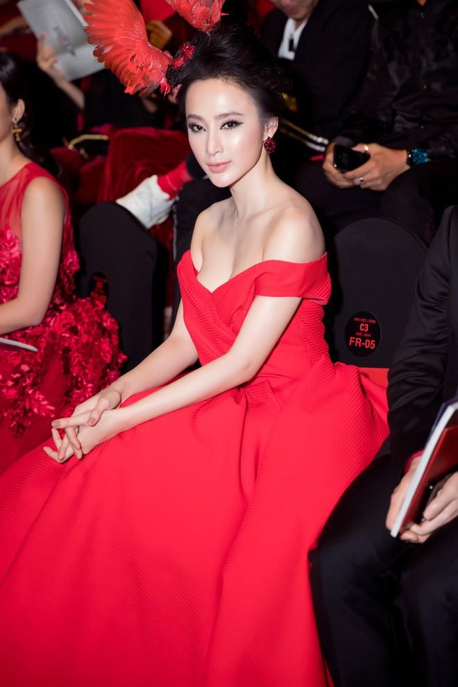 Angela Phương Trinh xuất hiện với thần thái quyến rũ, đội mũ cánh chim tỏa sáng trên thảm đỏ thời trang - Ảnh 7.