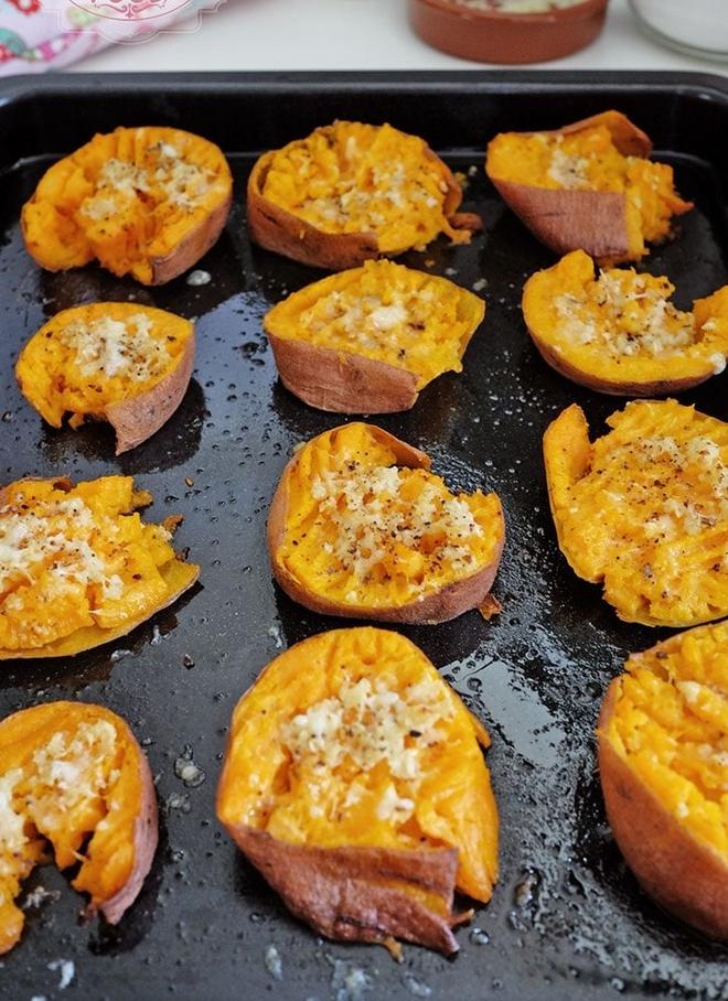 Thơm phức cực ngon món khoai lang nướng phô mai - Ảnh 6.