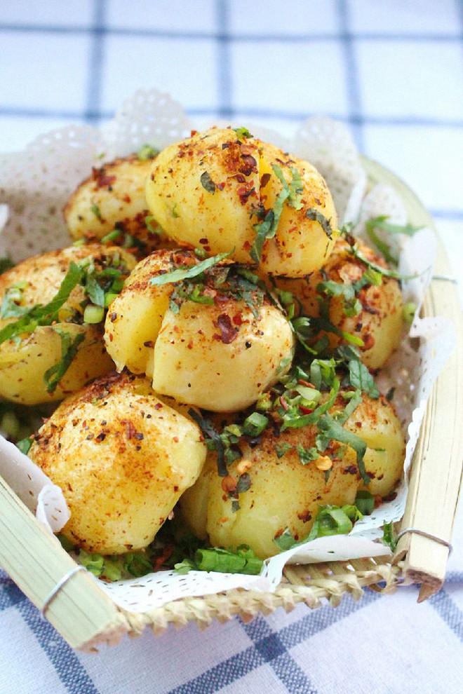 Tối mùa đông gió lạnh nhâm nhi khoai tây nướng cay nóng hổi là tuyệt nhất - Ảnh 5.