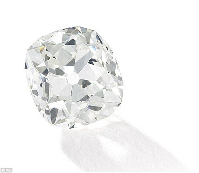 Mua nhẫn giả ở chợ trời, ngỡ ngàng phát hiện ra là nhẫn kim cương hàng chục tỷ đồng 1