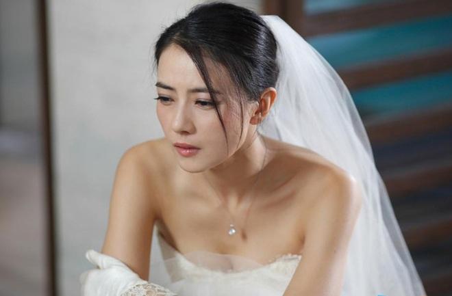 Món quà đặc biệt chú rể tặng cô dâu trong đám cưới khiến khách khứa xôn xao, cha mẹ phẫn nộ - Ảnh 2.