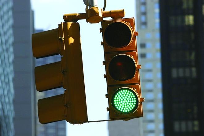Cả bảng màu sắc phong phú, tại sao xanh - đỏ - vàng lại được chọn làm đèn tín hiệu giao thông? - Ảnh 3.