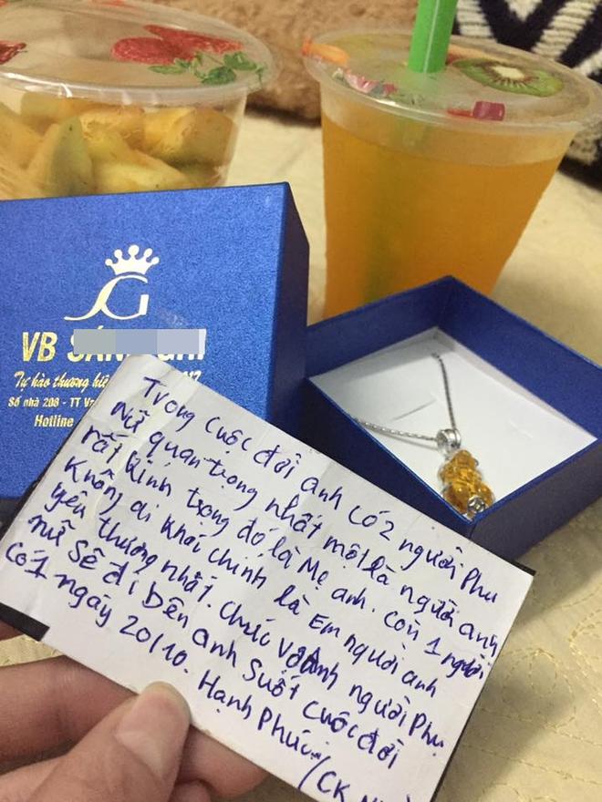 Chị em tới tấp khoe quà 20/10: hết vàng bạc hột xoàn, hoa lá, cua biển... đến xe ga, điện thoại hịn - Ảnh 26.