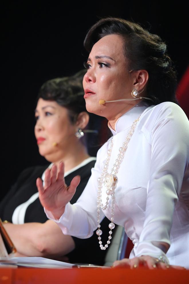 Việt Hương bật khóc nói về chuyện từng bị tâm thần phân liệt vì mẹ qua đời - Ảnh 3.