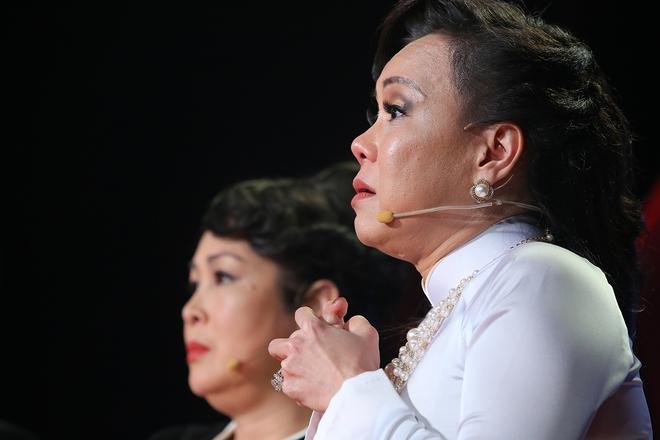 Việt Hương bật khóc nói về chuyện từng bị tâm thần phân liệt vì mẹ qua đời - Ảnh 4.