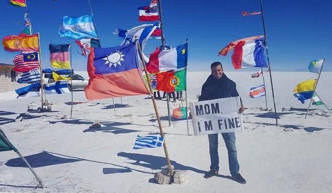 Chàng trai có trách nhiệm nhất quả đất khi đi du lịch luôn cầm tấm bảng Mom, Im fine để trấn an mẹ mình - Ảnh 28.
