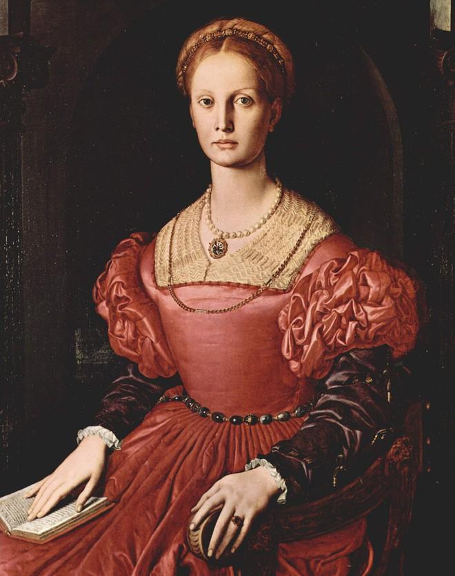 Nữ Bá tước xinh đẹp nhất châu Âu và chuyện giữ gìn tuổi xuân bằng phương pháp rùng rợn - Ảnh 3.