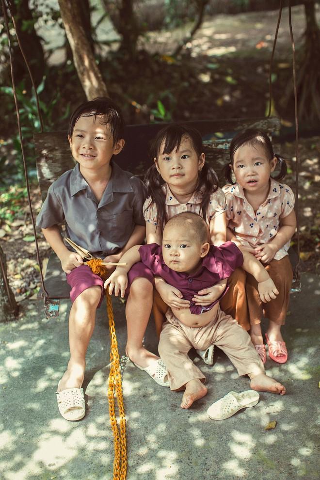 4 con của Lý Hải - Minh Hà thích thú khi được về quê làm nông dân, mò cua bắt ốc - Ảnh 6.