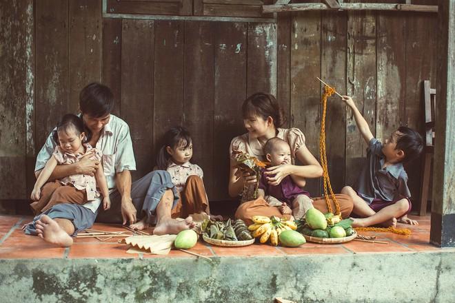 4 con của Lý Hải - Minh Hà thích thú khi được về quê làm nông dân, mò cua bắt ốc - Ảnh 4.
