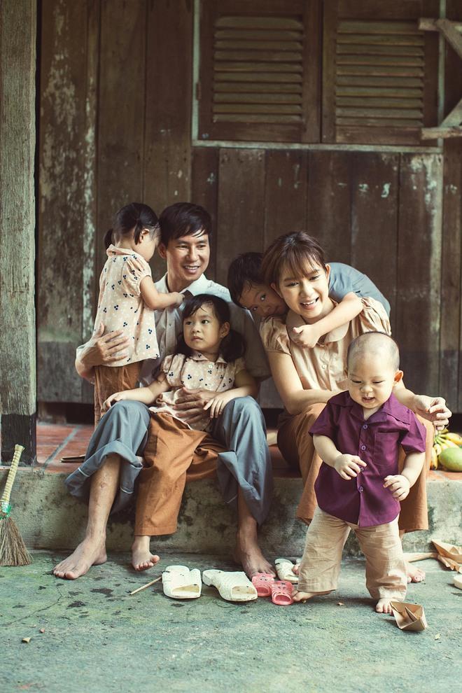 4 con của Lý Hải - Minh Hà thích thú khi được về quê làm nông dân, mò cua bắt ốc - Ảnh 5.
