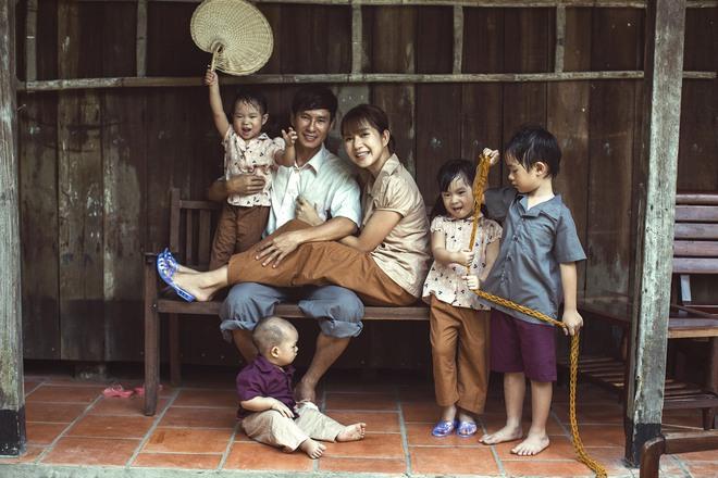 4 con của Lý Hải - Minh Hà thích thú khi được về quê làm nông dân, mò cua bắt ốc - Ảnh 9.