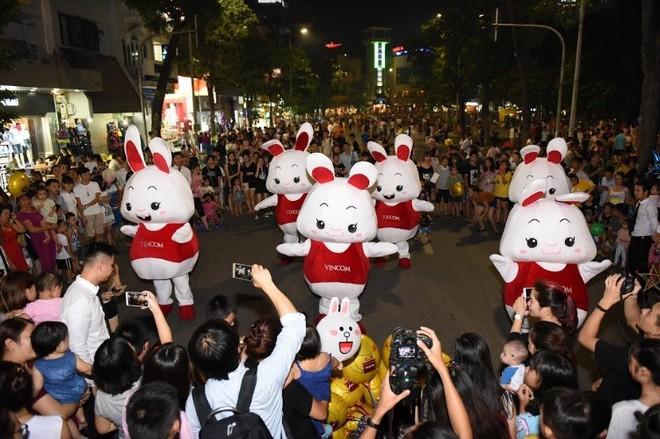 Thú vị với vũ điệu thỏ trên phố cổ đón trung thu - Ảnh 2.