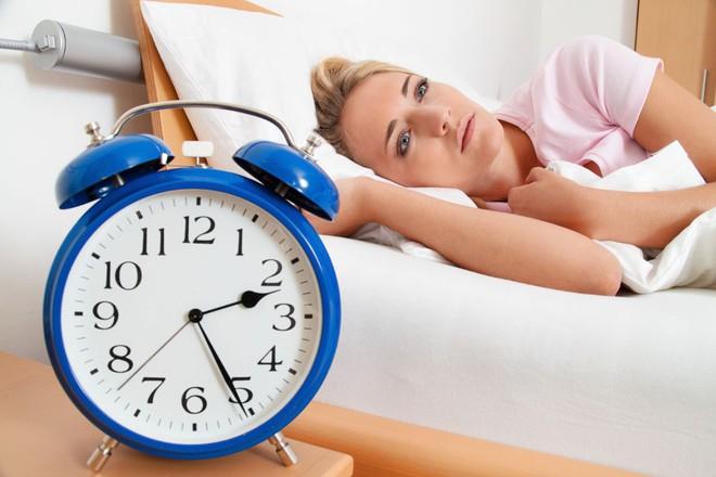 Mắc chứng mất ngủ từ khi còn niên thiếu, tôi đã làm 6 điều này và ngủ sâu đến không ngờ - Ảnh 1.