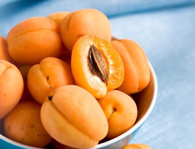 Trang bị ngay loại quả vàng này trong nhà bạn để chữa ho tại nhà mà không cần dùng đến kháng sinh - Ảnh 1.