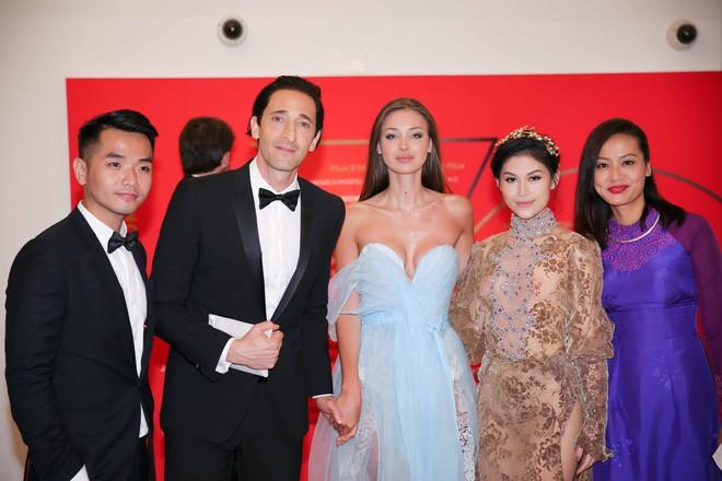 Hồng Ánh, Ngọc Thanh Tâm xuất hiện rực rỡ tại LHP Cannes 2017 - Ảnh 10.