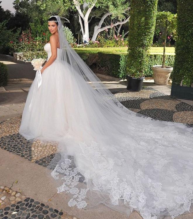 Ẩn chứa sau mạng che mặt cô dâu trong ngày cưới là những sự thật bất ngờ và rùng rợn - Ảnh 2.