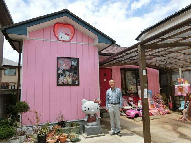 Bộ sưu tập Hello Kitty khổng lồ của cụ ông 67 tuổi khiến hội chị em cũng phải choáng - Ảnh 2.