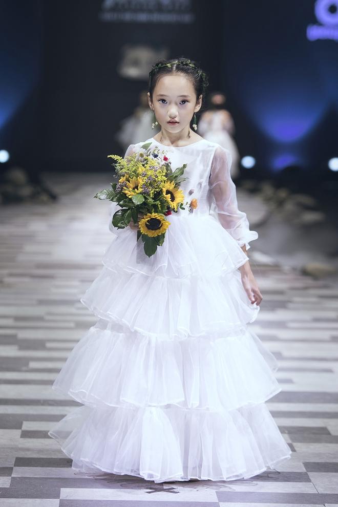 Ốc Thanh Vân cùng 3 nhóc tỳ mở màn Tuần lễ Thời trang Thiếu nhi 2017 - Ảnh 5.
