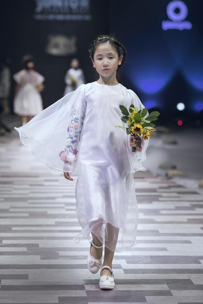 Ốc Thanh Vân cùng 3 nhóc tỳ mở màn Tuần lễ Thời trang Thiếu nhi 2017 - Ảnh 6.