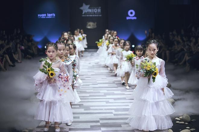 Ốc Thanh Vân cùng 3 nhóc tỳ mở màn Tuần lễ Thời trang Thiếu nhi 2017 - Ảnh 9.