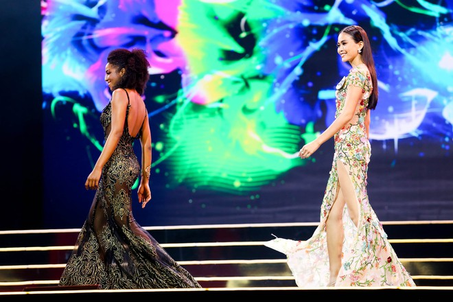 Cô gái gốc Phi vấp ngã, Mâu Thủy ghi điểm khi làm điều này ở Hoa hậu Hoàn vũ - ảnh 5