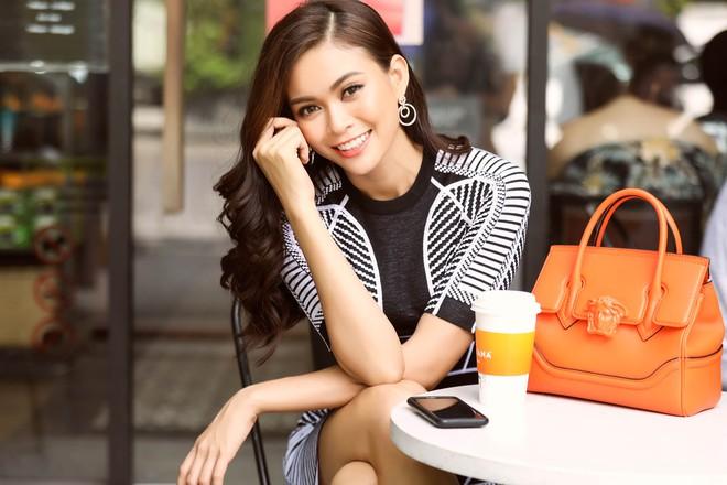 Mâu Thủy điệu đà thả dáng trên phố sau khi bị chê vì sợ độ cao ở Hoa hậu Hoàn vũ - ảnh 7