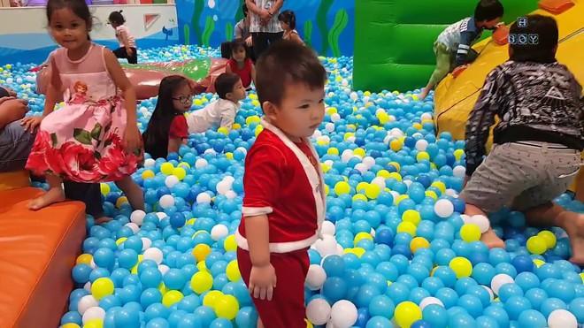 Nhà bóng - ổ vi khuẩn gây bệnh mà bố mẹ vẫn điềm nhiên cho con đi chơi hàng tuần - Ảnh 1.