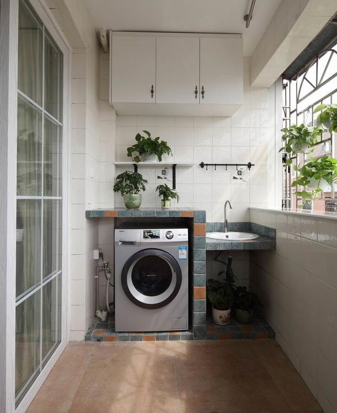 Ban công - vị trí vàng để bố trí máy giặt cho nhà chật - Ảnh 2.