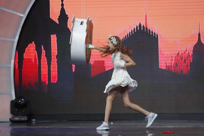 Cười nghiêng ngả xem Lại Văn Sâm đóng vai công chúa, chờ cô bé 10 tuổi đến giải cứu - ảnh 3
