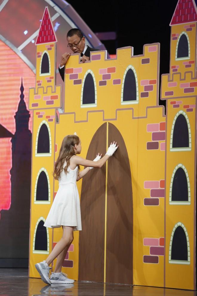 Cười nghiêng ngả xem Lại Văn Sâm đóng vai công chúa, chờ cô bé 10 tuổi đến giải cứu - ảnh 4