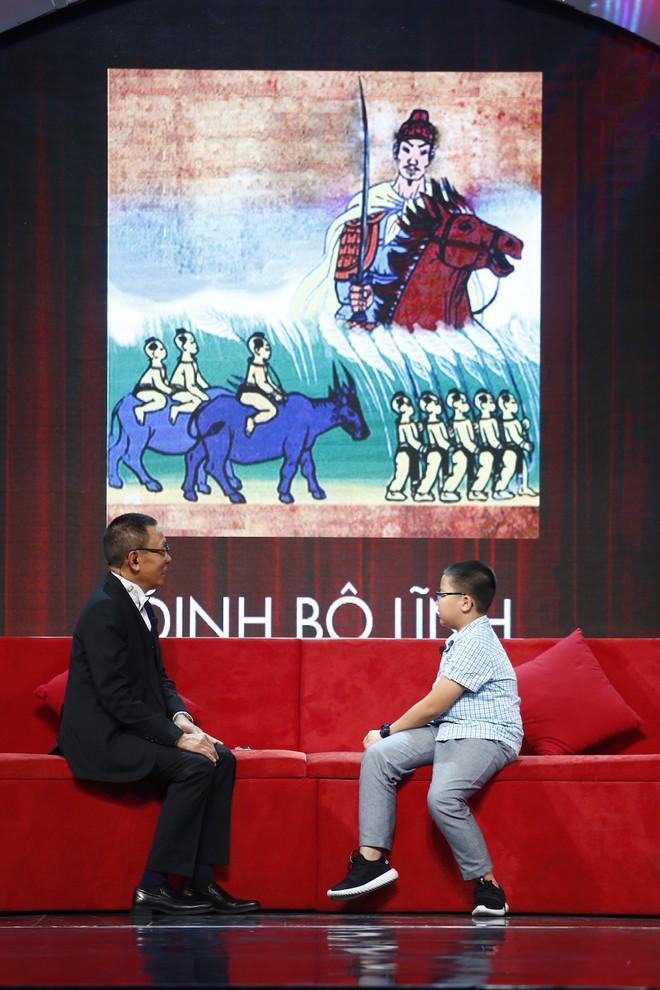 Lại Văn Sâm thán phục bé 10 tuổi có khả năng nhét hàng đống sách lịch sử vào đầu - Ảnh 1.