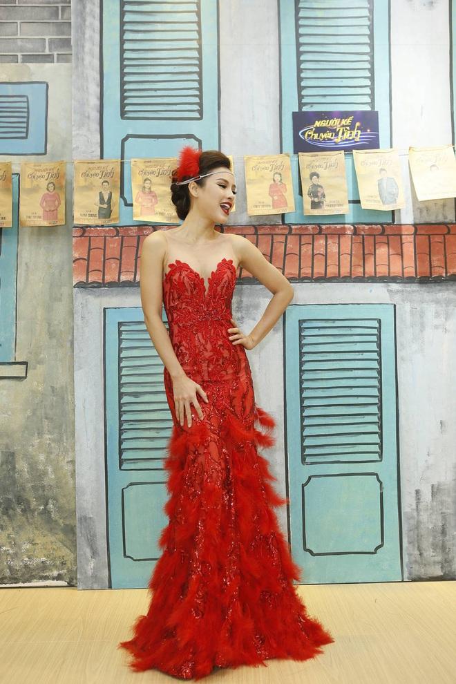 Phương Trinh Jolie gợi cảm khoe vai trần, Nam Cường trốn vợ đi thi hát  - Ảnh 2.