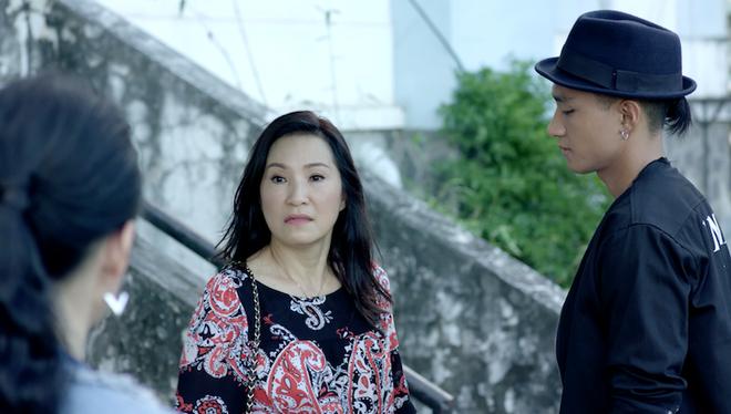 Glee: Angela Phương Trinh khóc ngất khi mẹ cô đòi mang đứa con mới sinh đem đi cho - ảnh 1