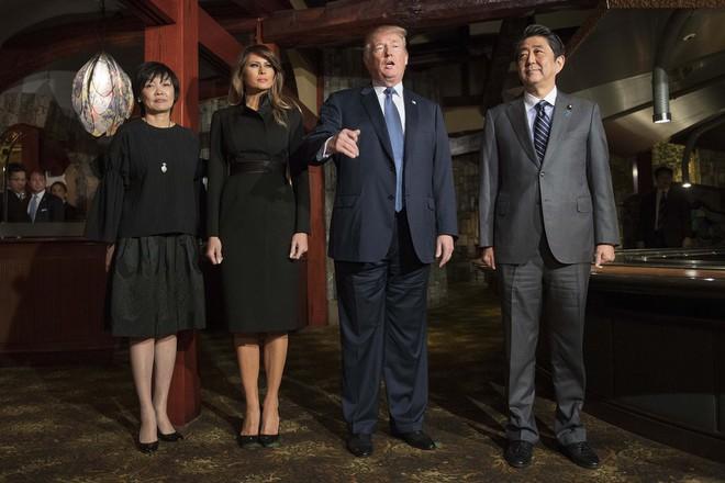 Phu nhân Melania Trump chịu chi hơn 1 tỷ cho váy áo trong chuyến công du 3 nước châu Á - Ảnh 6.