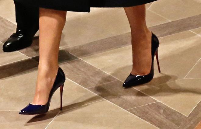 Phu nhân Melania Trump chịu chi hơn 1 tỷ cho váy áo trong chuyến công du 3 nước châu Á - Ảnh 7.