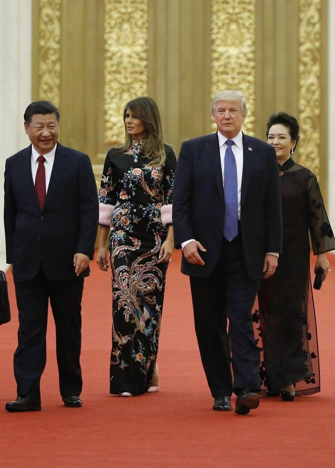 Phu nhân Melania Trump chịu chi hơn 1 tỷ cho váy áo trong chuyến công du 3 nước châu Á - Ảnh 27.