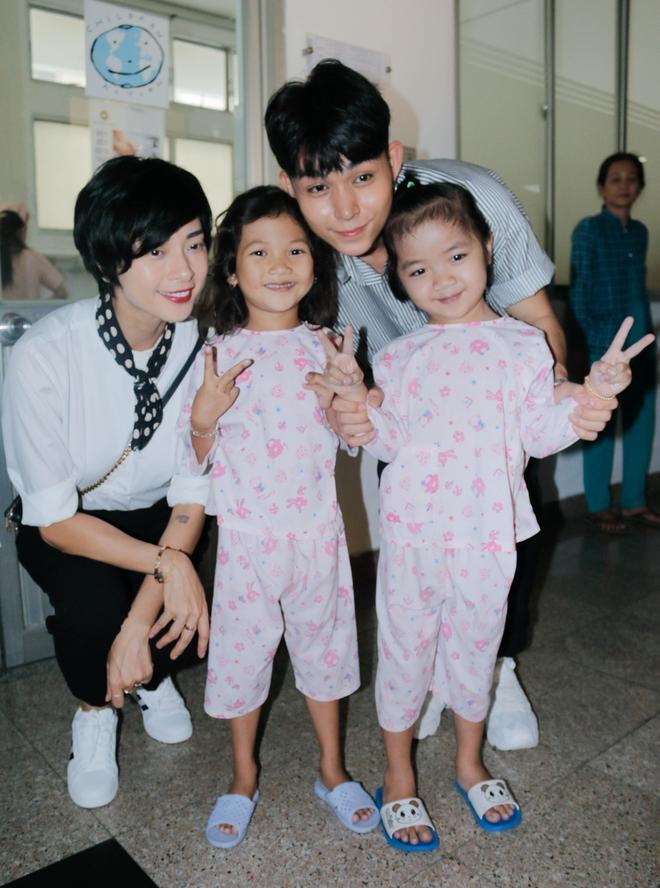 Ngô Thanh Vân giản dị, tóc ngắn lạ lẫm đi từ thiện cùng Jun Phạm  - Ảnh 2.