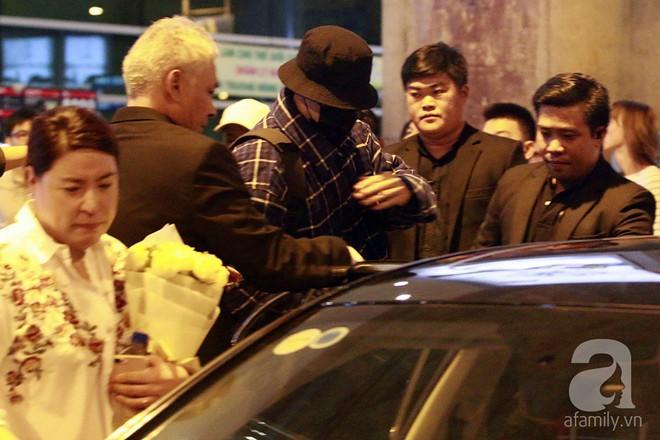 Quá nhanh quá nguy hiểm, So Ji Sub rời sân bay trong chớp nhoáng - Ảnh 8.